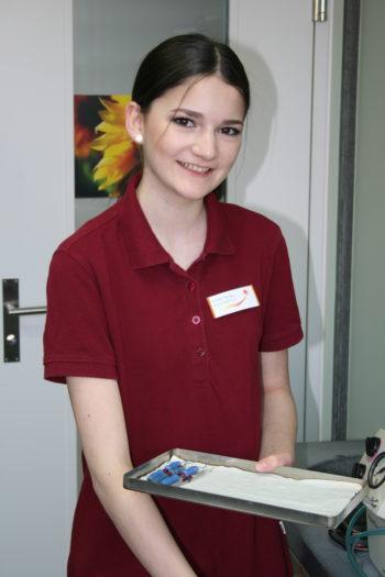 Arlinda Maloku, Dentalassistentin in Ausbildung