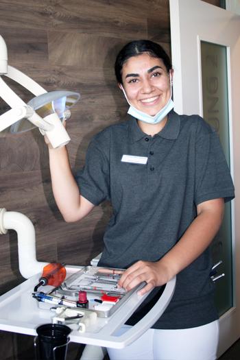 Derya Özgül, Dentalassistentin in Ausbildung